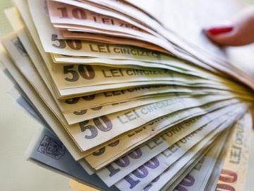 Guvernul a decis! Ce angajaţi vor primi mai mulţi bani la salariu de la 1 decembrie