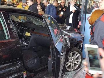 Atac în Brăila! Un tânăr a înjunghiat un bărbat, apoi a intrat cu maşina în pietoni