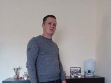 Gest incredibil al unui tânăr din Timiş care a găsit 95.000 de euro în mobila luată de pe internet