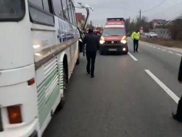 Accident grav lângă Bucureşti, cu 80 de persoane implicate! Două autobuze s-au ciocnit