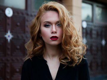 Greşeala pe care multe femei o fac! De ce este mai bine să foloseşti balsamul de păr înaintea şamponului