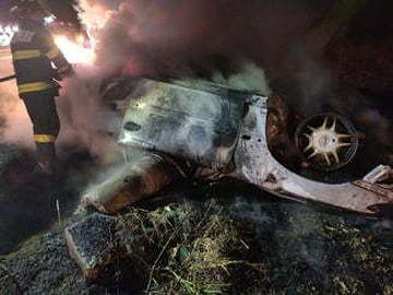 Doi oameni au murit carbonizaţi într-o maşină care a luat foc