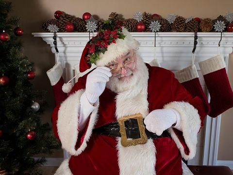 """Scrisorile răvăşitoare ale unor copii sărmani pentru Moş Crăciun! """"Am fost silitoare şi bună la suflet. Eu te rog, dacă poţi să-mi aduci: două portocale şi..."""""""