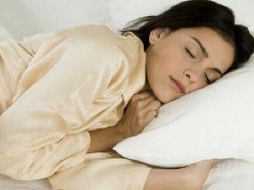 Motivul SURPRINZATOR pentru care trebuie sa dormi mereu pe partea STANGA