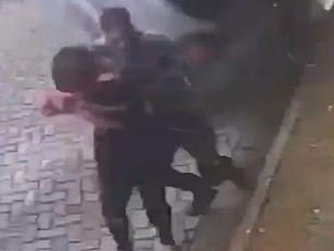 Momentul incredibil în care un bărbat a reuşit să-şi salveze iubita de la moarte în ultima clipă! Totul a fost filmat şi a devenit viral  VIDEO