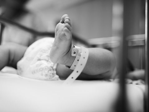 Cazul bebeluşului cu 24 de degete din judetul Botoşani! De ce suferea micuţul care a murit la doar două săptămâni de la naştere