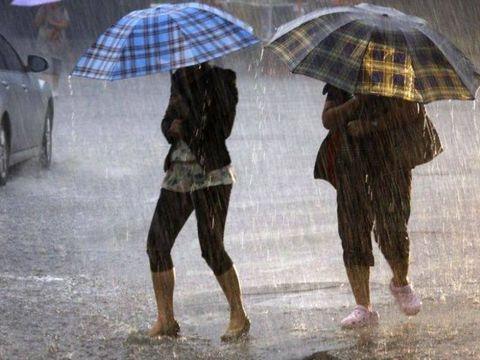 Val de aer cald şi ploi în weekend! Cum va fi vremea în Bucureşti şi în ţară