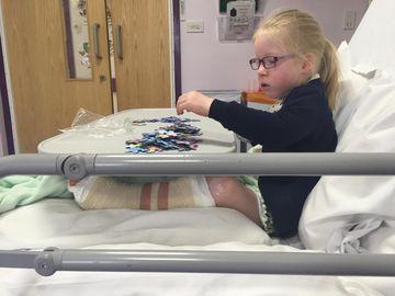 Fetiţa care moare de foame non-stop! Boala rară de care suferă. Mama ei este disperată!