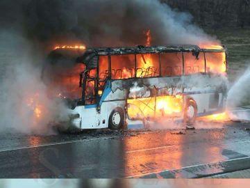 Un autocar a luat foc pe DN1! 58 de oameni au fost evacuaţi