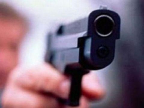 Panică într-un club de la noi! Un tânăr de 28 de ani a scos pistolul şi a tras