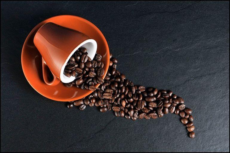 Ai renunţat la cafea şi ai dureri de cap? Află care e cauza principală