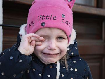 Gest superb făcut pentru fetiţa din Buzău, gonită de la serbare pentru că nu avea costum popular! Ce s-a întâmplat după ce s-a aflat ce i-a făcut educatoarea
