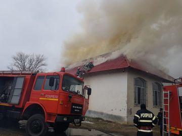 Incendiu la Liceul Tehnologic Transporturi Auto. Elevii au fost evacuaţi