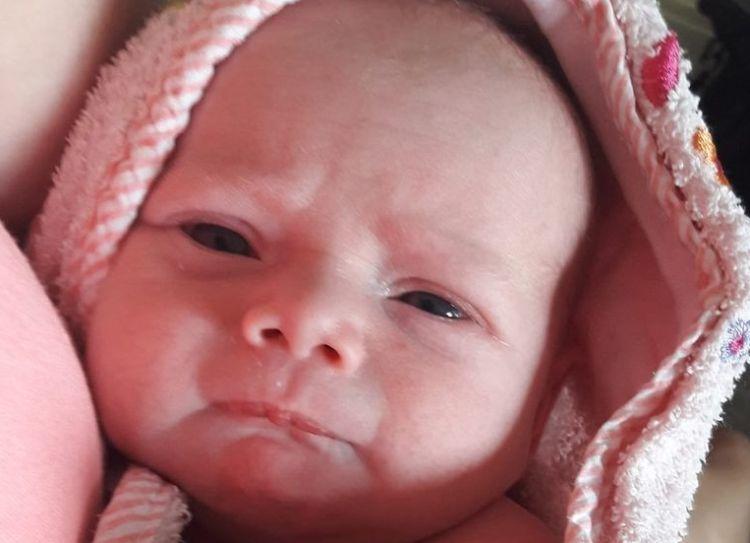 Bebeluş mort la doar 2 săptămâni. Greşeala comisă de părinţi şi rude. Multă lume o face