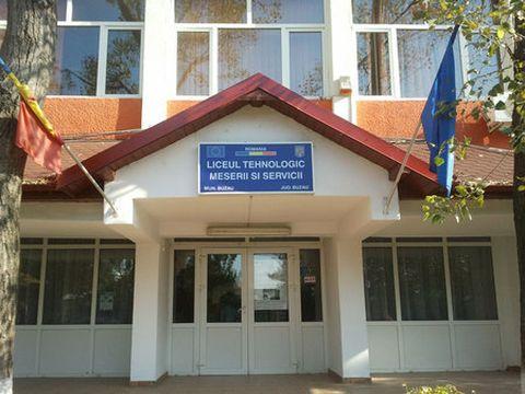 Tavan prăbuşit peste elevi într-o sală de clasă a unui liceu din Buzău! Ce s-a întâmplat cu copiii