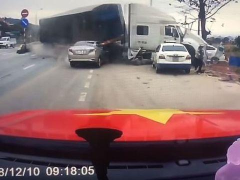 Accident spectaculos pe autostradă! Cum a reuşit o mamă să-şi salveze fiul