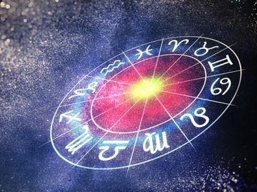 Horoscop zilnic: Horoscopul zilei pentru SAMBATA 15 DECEMBRIE 2018. Emotii, emotii, emotii!