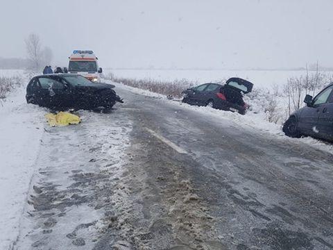 Grav accident în Timiş. Un mort şi patru răniţi