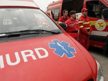 Incident teribil la Măgurele! 6 persoane au ajuns la spital, după ce un microbuz a căzut în şanţ