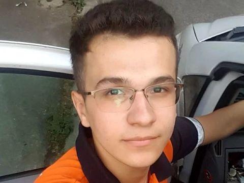 """Mihai Daniel, eroul de la metrou, a povestit cum a reuşit să-l salveze pe tânărul de 19 ani care s-a aruncat în faţa garniturii: """"L-am ţinut de vorbă şi..."""""""