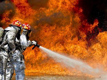 Durere fără margini pentru un tânăr de 18 ani! Iubita lui a murit arsă de vie. Declaraţiile sunt emoţionante