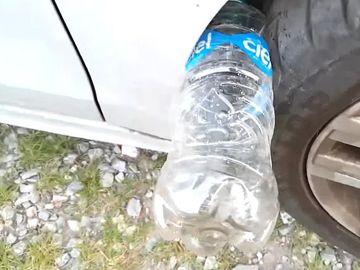 Atenţie! Ce înseamnă dacă găseşti o sticlă la roata maşinii!