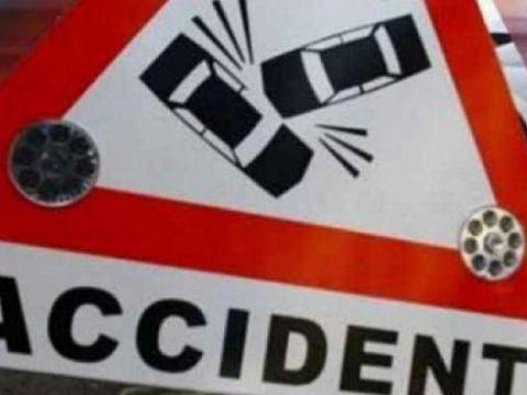 Accident de proporţii în Braşov! Patru persoane au ajuns la spital, după ce o maşină s-a răsturnat