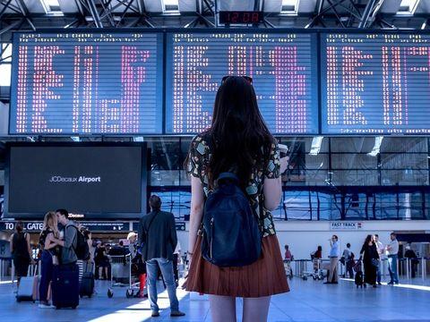 Sute de zboruri au fost anulate la opt aeroporturi din Germania. Peste 200.000 de pasageri vor fi afectaţi!