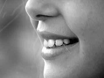 Ce inseamna cand visezi ca iti cad dintii. Legatura dintre vis si moarte