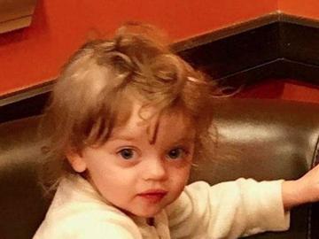 O fetiţă de doi ani a fost găsită moartă în zăpadă, în grădina casei! Este îngrozitor ce păţise