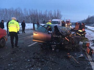 Tragedie fără margini pentru o familie din Giurgiu! Un tânăr de 22 de ani a murit, după ce maşina în care se afla s-a rupt în două