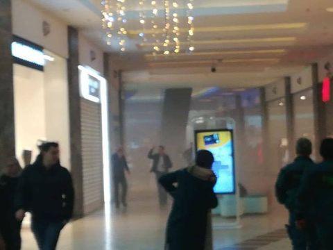 Incendiu la Mall Băneasa! Sute de persoane au fost evacuate