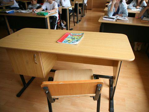 """Elevii unei şcoli din Craiova s-au plâns că e frig în clasă! Administratora a început să urle la ei: """"Du-te acasă la mă-ta dacă e frig aici"""""""