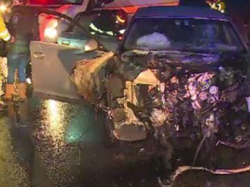 Accident cumplit în Arad! Sunt 3 victime! O fată a fost aruncată la 10 metri de maşină