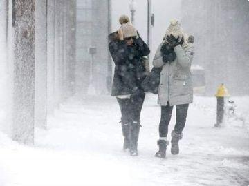 Alertă de ninsori, viscol şi polei până miercuri! Avertizarea ANM