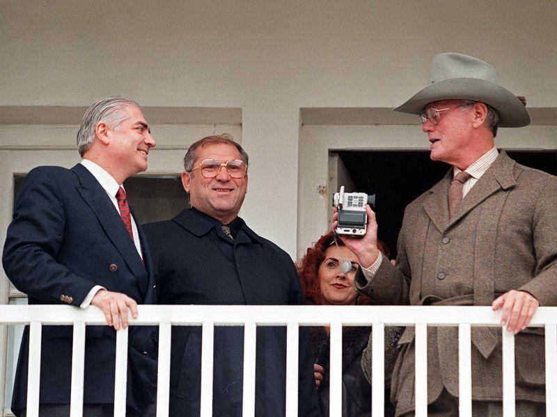 JR alaturi de Ilie Alexandru, la Dallas de Slobozia, in 1999