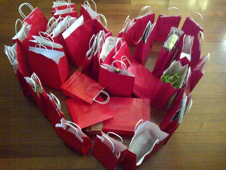 Valentina Pelinel l-a sarbatorit pe sotul ei intr-un mod inedit! I-a cumparat 40 de cadouri!