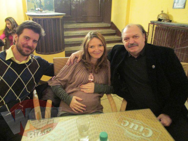 Gravida in opt luni, fiica a venit sa-si vada tatal la spectacol! Victor Socaciu a ridicat sala in picioare