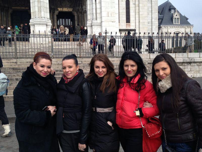 Intalnirea femeii numai Paris)