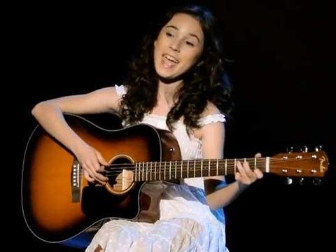 O noua Madalina Manole? Andra Gogan a lansat prima ei piesa pentru Paste- Ascult-o aici!