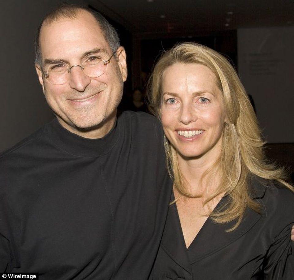 Steve Jobs se rasuceste in mormant! Sotia lui miliardara s-a indragostit nebuneste de un alt barbat - Vezi cine e cel care se bucura acum de consoarta fostului guru Apple