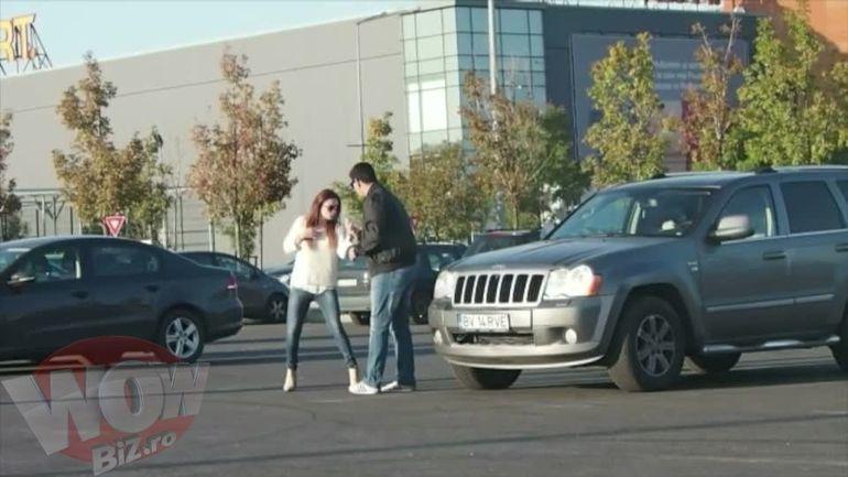 VIDEO | Dovada clara ca nu se mai inteleg! Ellie White si iubitul au facut scandal monstruos intr-o parcare! Vezi aici cum s-au imbrancit si cum au urlat unul la celalalt