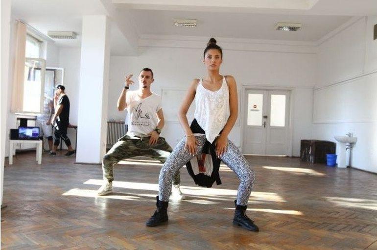 S-a terminat smecheria! Antonia participa la Dansez pentru tine! Vezi imagini cu ea de la repetitii! Afla daca danseaza si cu Velea!