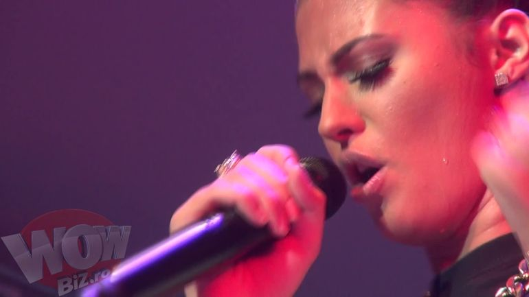 Uite cat de mult poate transpira Antonia in timpul unui concert!