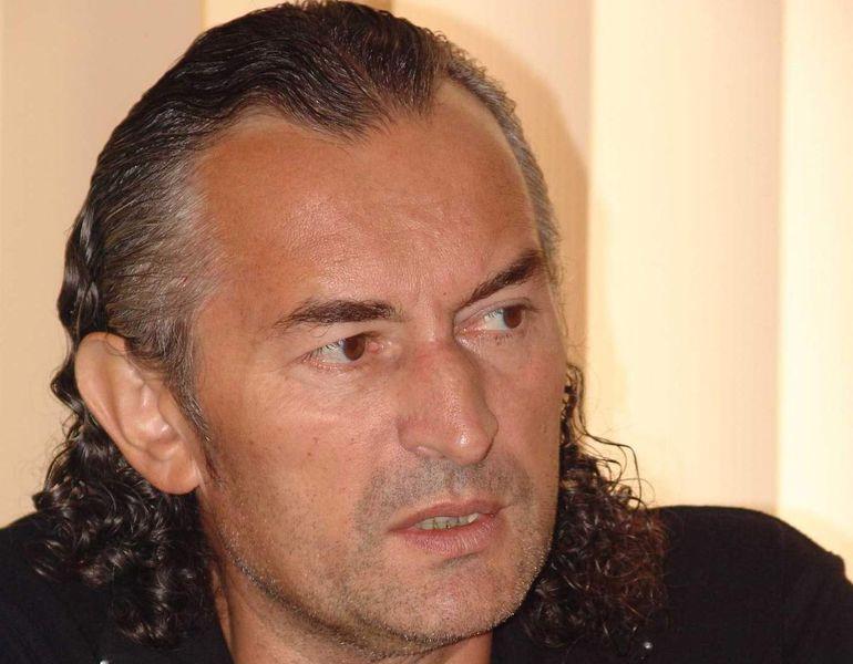 Gigi Becali a stat doar o noapte intr-o celula cu 19 detinuti. Miron Cozma sustine ca acesta a fost mutat deja intr-o celula cu doar doi colegi!