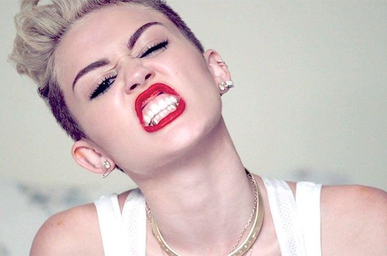 Miley Cyrus e plina de operatii estetice! Vezi cum arata inainte sa devina 'fata rea' din showbiz