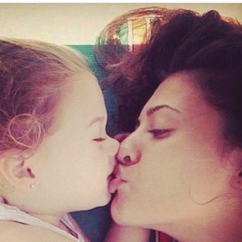 Imaginea care iti va topi inima! Antonia sufera dupa fiica ei!