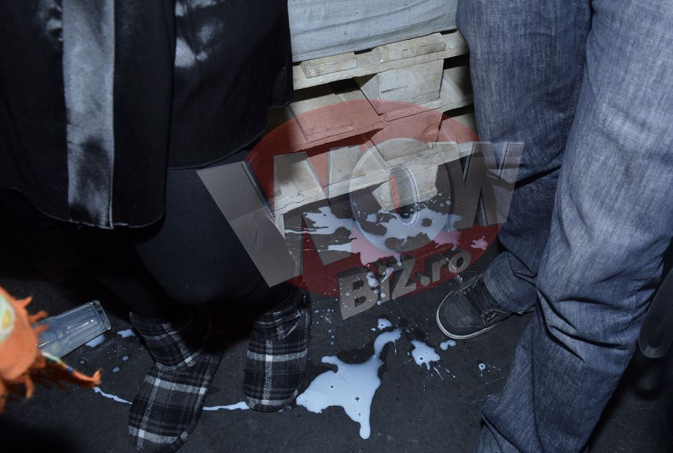 FOTO EXCLUSIV! Cea mai penibila situatie in care a fost vreodata Andreea Esca! A scapat un pahar plin cu lapte pe… Vezi cine a fost ghinionistul care a avut de suferit!