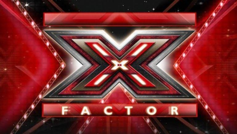 Un jurat de la X Factor s-a simtit extrem de jignit in timpul emisiunii si a injurat in timpul unei pauze publicitare! Ce nu s-a vazut la televizor