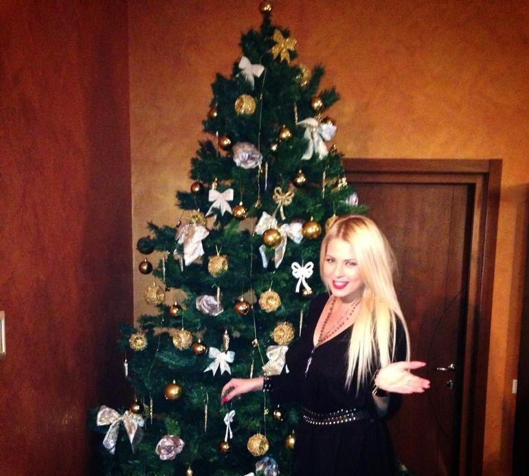 Roxana Nemes este in culmea fericirii de Craciun! Uite ce cadou surpriza a primit frumoasa blonda!